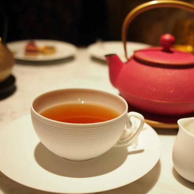 パリの午後ローズ、オレンジ、バニラのフレーバーティー。ミルクティーにしても美味しい紅茶