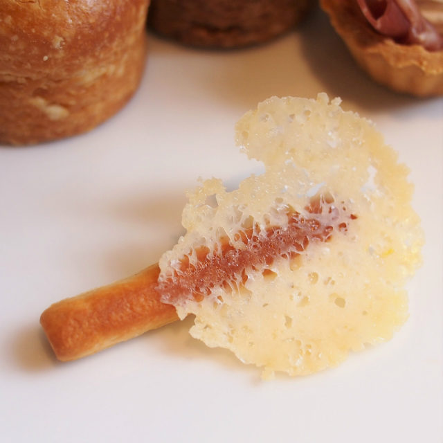 チーズのグリッシーニ