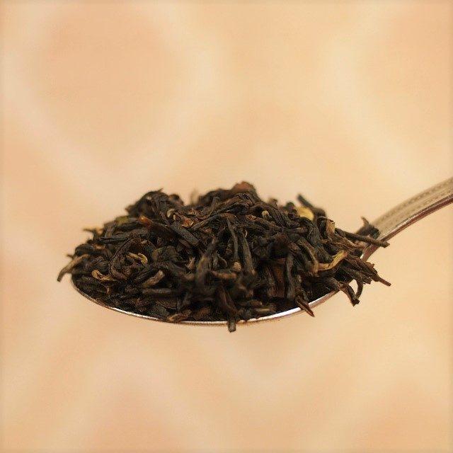 大きめの茶葉なら、山盛り1杯がだいたい3gです。
