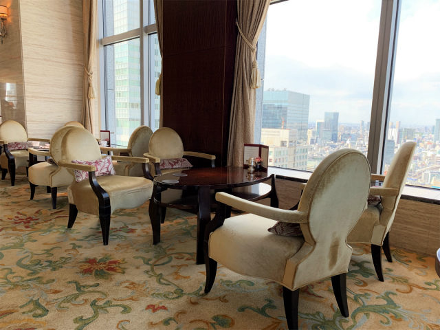 シャングリラ ホテル東京「ザ・ロビーラウンジ」の内装