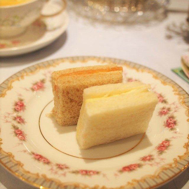 英国風フィンガーサンドはチーズとサーモン