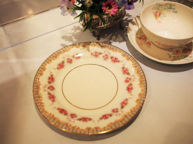 取り皿はnoritake。ノリタケだけどとってもマリーアントワネットらしいデザインです!