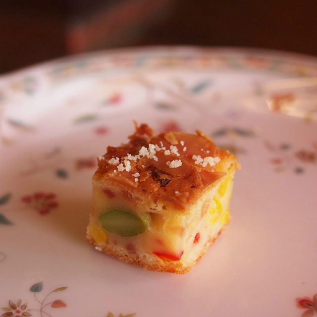 夏野菜とベーコンのケーク・サレケーク・サレは塩味のケーキのことです。