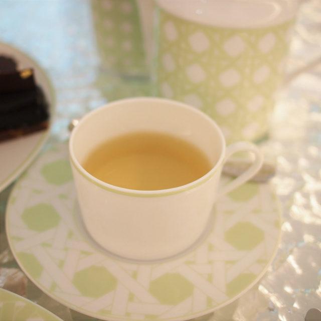 カフェ ディオール by ラデュレ エクスクルーシブレンド ウーロン茶とトロピカルフルーツのフレーバーティー
