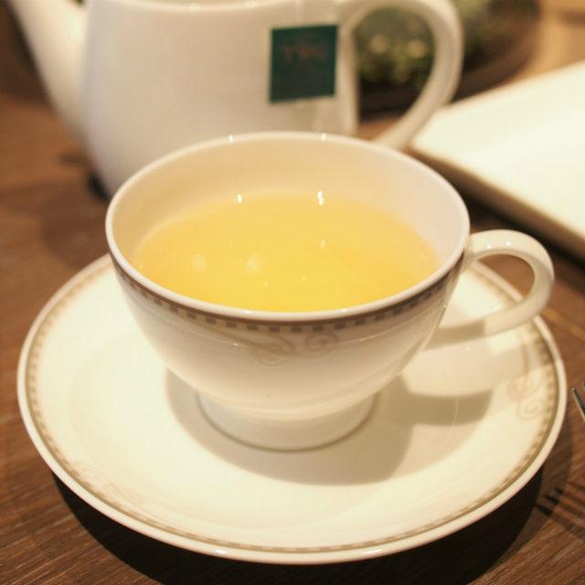 ウォーターフルーツグリーンティーフルーツティーでとてもよい香りのお茶でした。