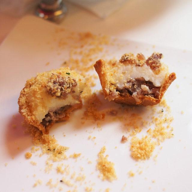 アッシェパルマンティエは細かく刻んだお肉とポテトにチーズを重ねて焼いた、フランスの家庭料理