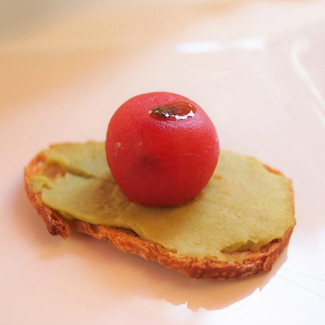 トマトのファルシーファルシーは詰め物料理のこと