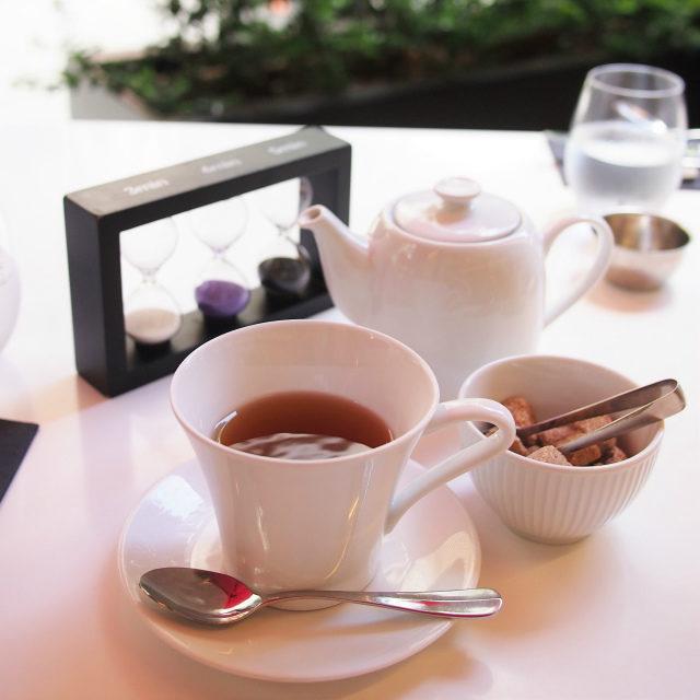 本日の紅茶この日は「ティーフォートゥー」というバラ、ハチミツ、ベリー系で香り付けしたフレーバーティーでした。