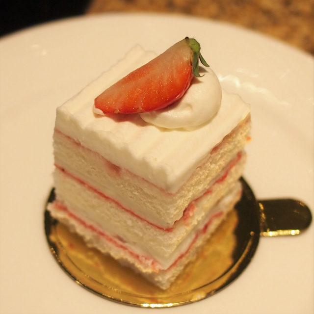 ホワイトストロベリーケーキ