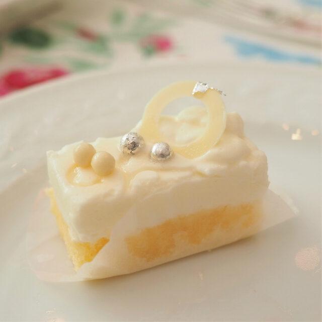 ホワイトレースのレアチーズケーキ