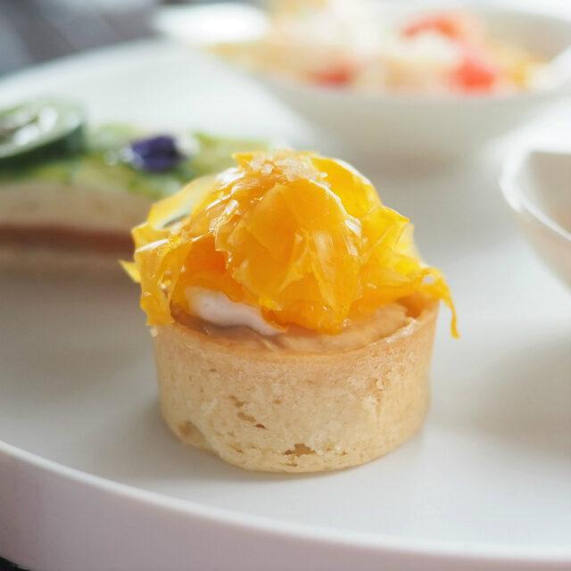 江戸味噌フォアグラとナッツのタルトレットマンゴー