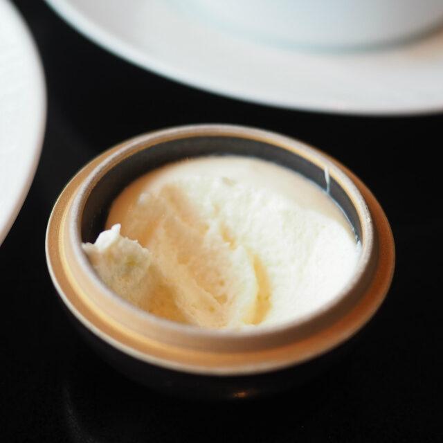 クロテッドクリームエアが含まれたフワフワのクロテッドクリームです♪