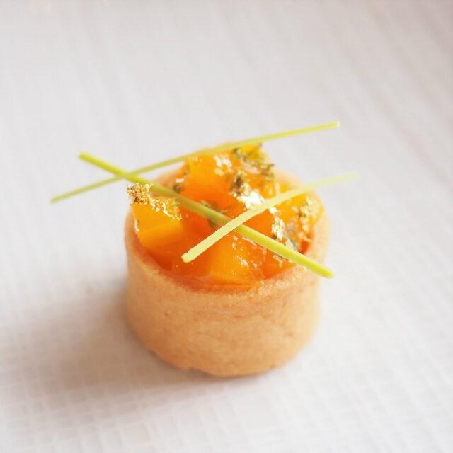 マンゴーと柚子のタルト
