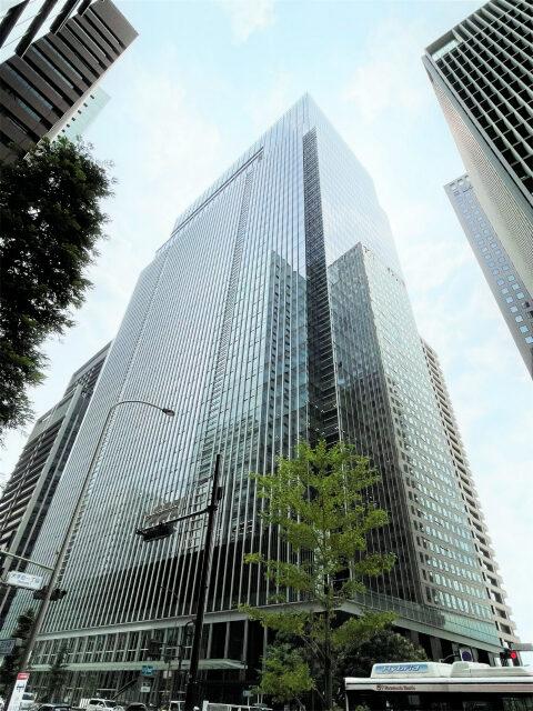 フォーシーズンズホテル東京大手町が入っているOTEMACHI ONEタワーの外観
