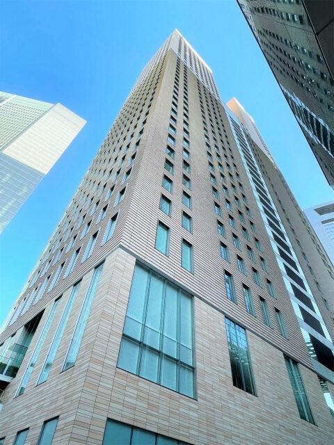 ザ ロイヤルパークホテル アイコニック 東京汐留が入っている汐留タワーの外観。日テレの隣のビルです。