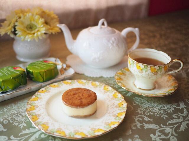 ラ・テールのバターチーズサンド<マンゴー&シーベリー>と紅茶