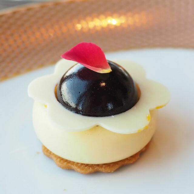 チーズケーキ ブルーベリーのコンフィ