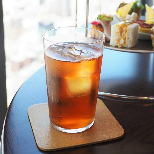 ホワイトサングリアインドの紅茶をベースにグリーンレーズンとオレンジピール、青と黄色の花びらも加えたフレーバーティー
