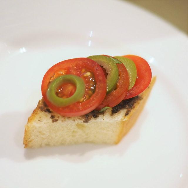 トマトとオリーブのタルティーヌ