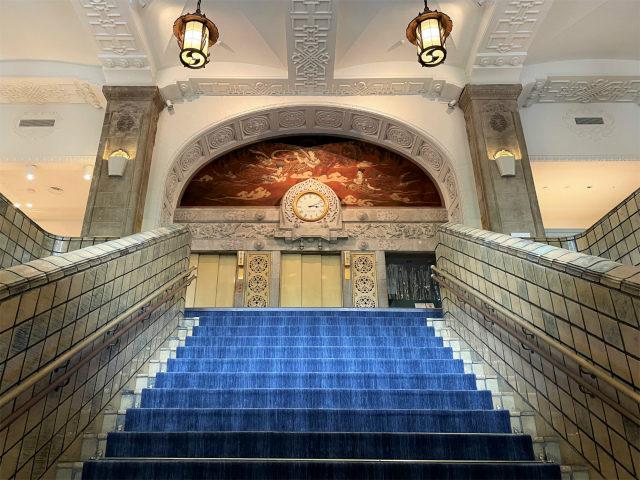 ホテルニューグランド本館の大階段