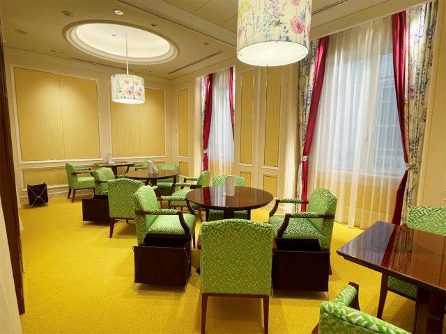 2つのお部屋はカーペットと椅子が色違いになっていました!どっちも可愛い♪