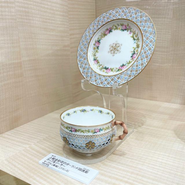 こちらは有名なセーブルの透かし細工のカップ