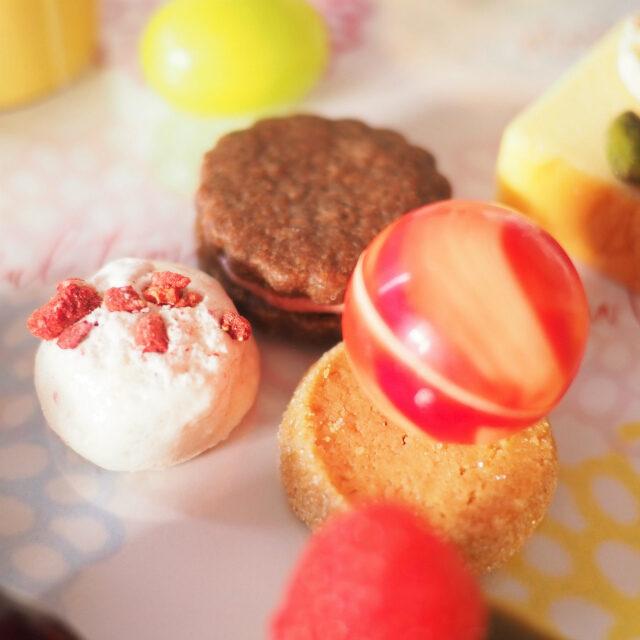 フランボワーズのバターサンド 、チョコレートボールマーブル、シュガークッキー 、ココナッツメレンゲ