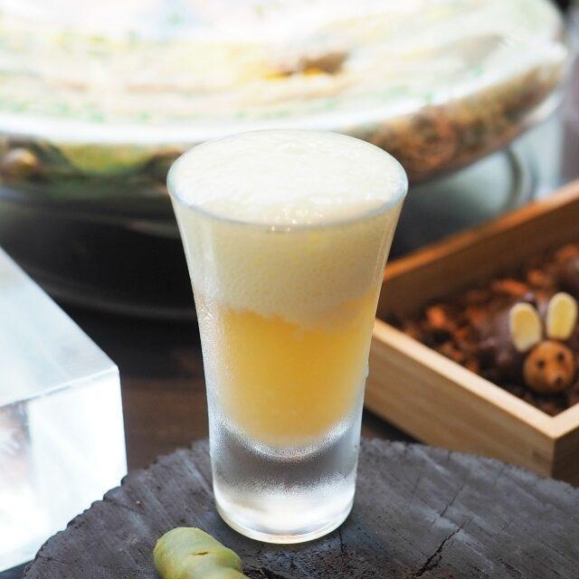 ビールに見立てたパイナップルのノンアルコールカクテル