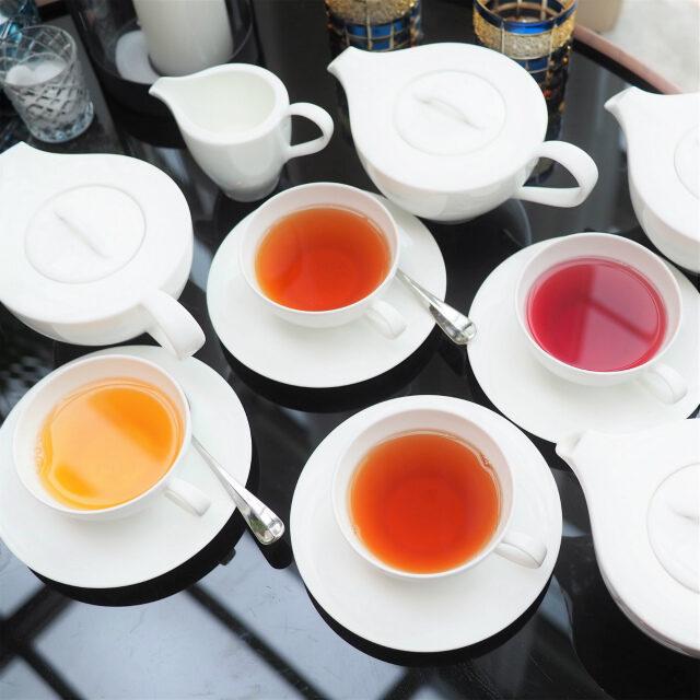 右上のお茶がTEALEAVESのマウンテンベリーハーバル
