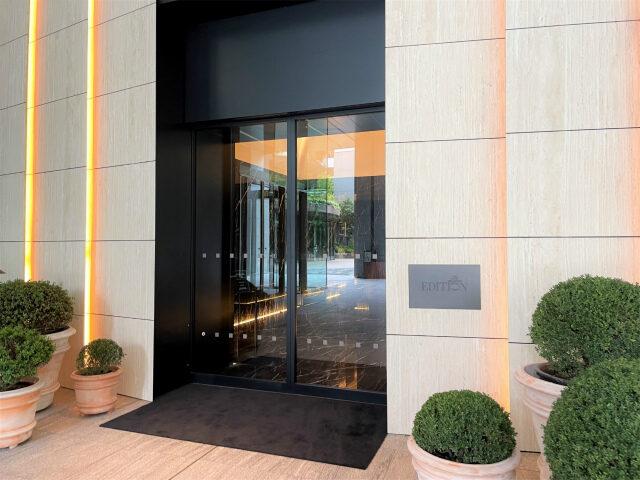 東京エディション虎ノ門はホテルのエントランスから和の雰囲気が漂います。