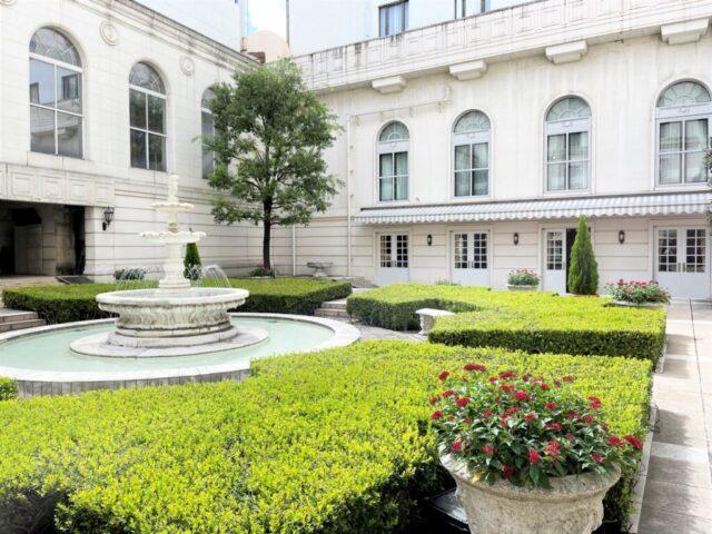 hotel newgrand la terrasse courtyard01