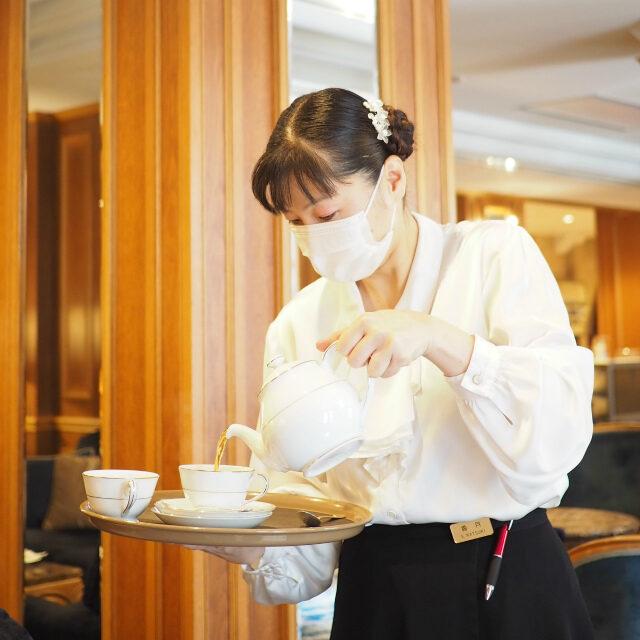 ティーアドバイザーの香月さん。この日は香月さん自ら紅茶を淹れてくださいました!