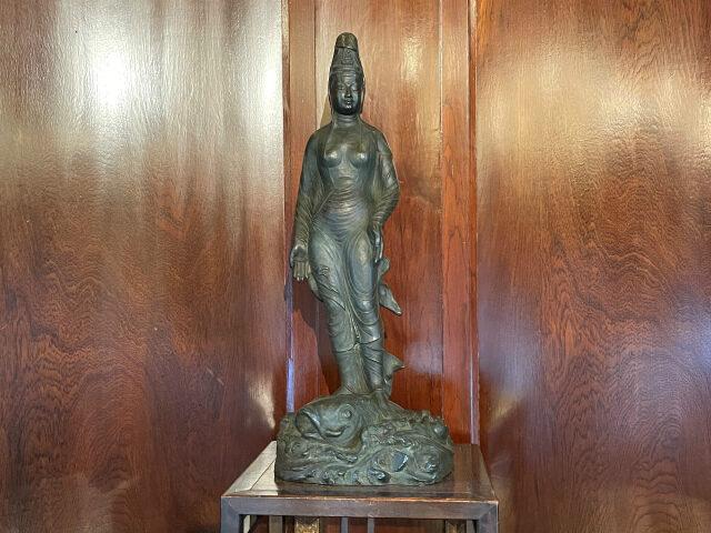 でも観音様ではなく「海の女神さま」でした。このホテルの神さまと言われてるそう。神々しい眼差しでフェニックスルームを優しく見守っていらっしゃいます!