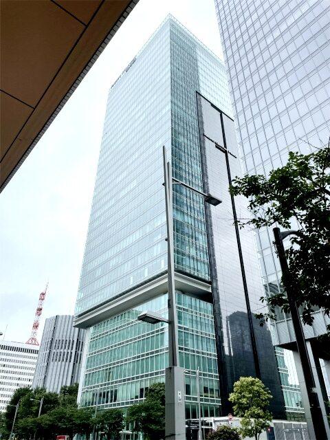 フォーシーズンズホテル東京丸の内が入っているパシフィックセンチュリープレイスの外観