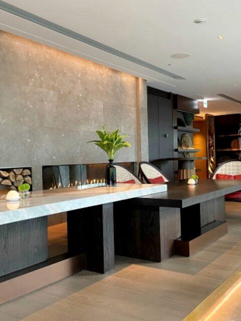 フォーシーズンズホテル東京丸の内「メゾン マルノウチ」の内装