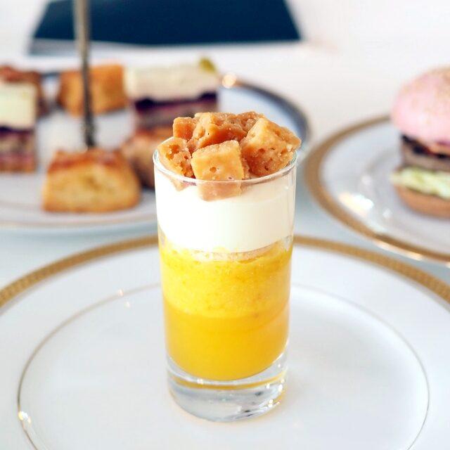エモーション サティーヌ パッションフルーツとオレンジを使ったグラスチーズケーキ