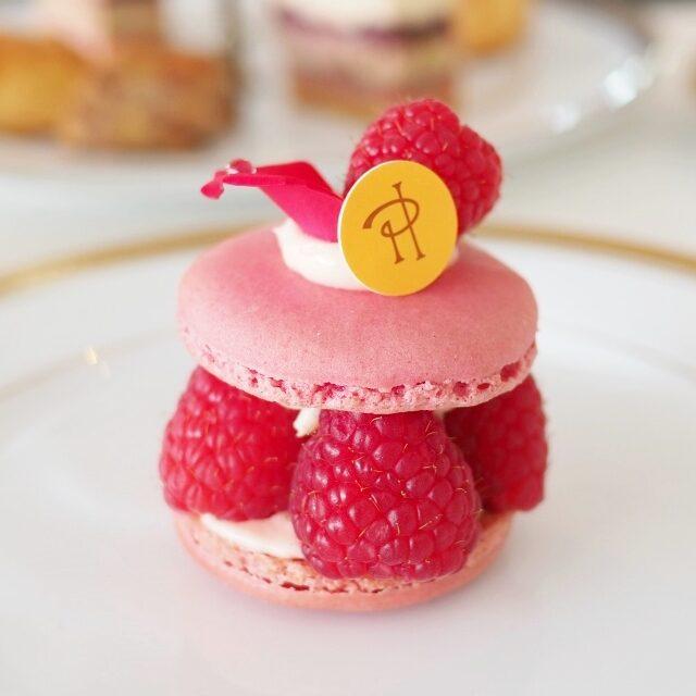 イスパハン ピエールエルメを代表するスイーツ。バラとライチとフランボワーズをつかったマカロンのケーキ
