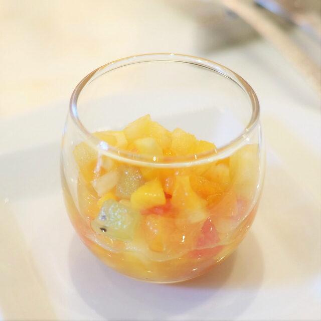 フルーツカクテル グランマニエ風味アルコールはそんなに感じません、香りだけだったので私でも大丈夫でした。