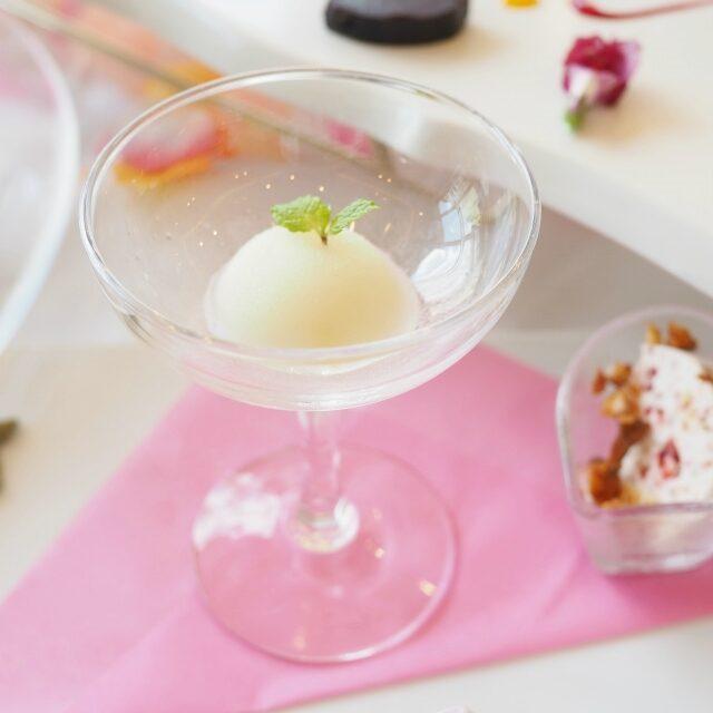 季節のフルーツソルベこの日は桃のソルベでした。
