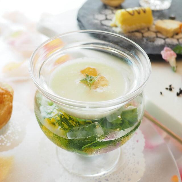 白桃とヨーグルトの冷製スープこちらはソルティーではなく甘いデザートのようなスープでした。