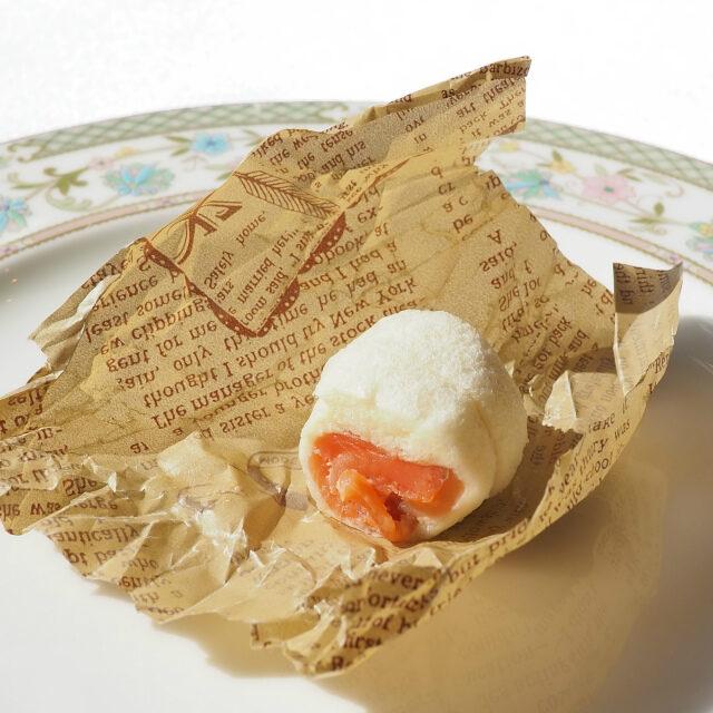 キャンディみたいな包み紙の中には、ちいちゃなサンドウィッチが入ってました♡