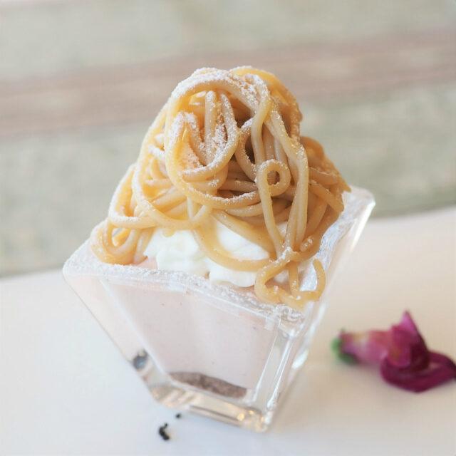和栗のモンブラン下のムースはなんとイチゴ味!コレめちゃくちゃ美味しかった!