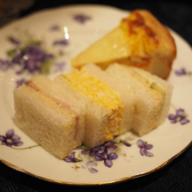 サンドウィッチ左からチキン、たまご、ツナ