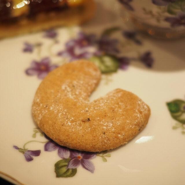"""キップフェルマリーアントワネットが好んだとして有名なお菓子。""""三日月""""という意味でクロワッサンの原型と言われています。"""