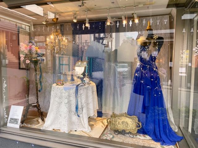 アフタヌーンティーのテーマに合わせた店頭のディスプレイ。今回は皇妃エリザベートと星空のイメージです。