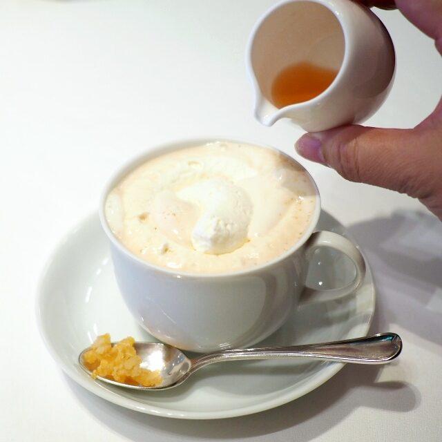 マリアテレジアフランツィカーナーにオレンジリキュールと砂糖漬けのオレンジピールを加えたもの。