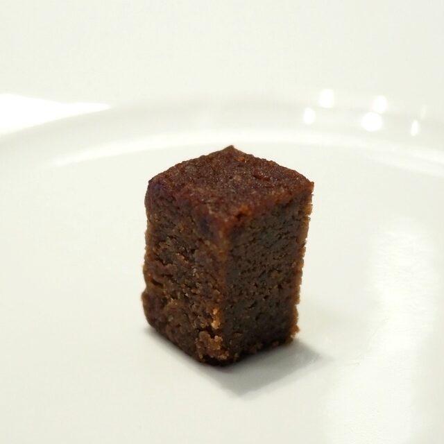 ファイルヒェンオーストリア固有品種「ツヴァイゲルト」の赤ワインとラズベリーが香るチョコレートケーキ