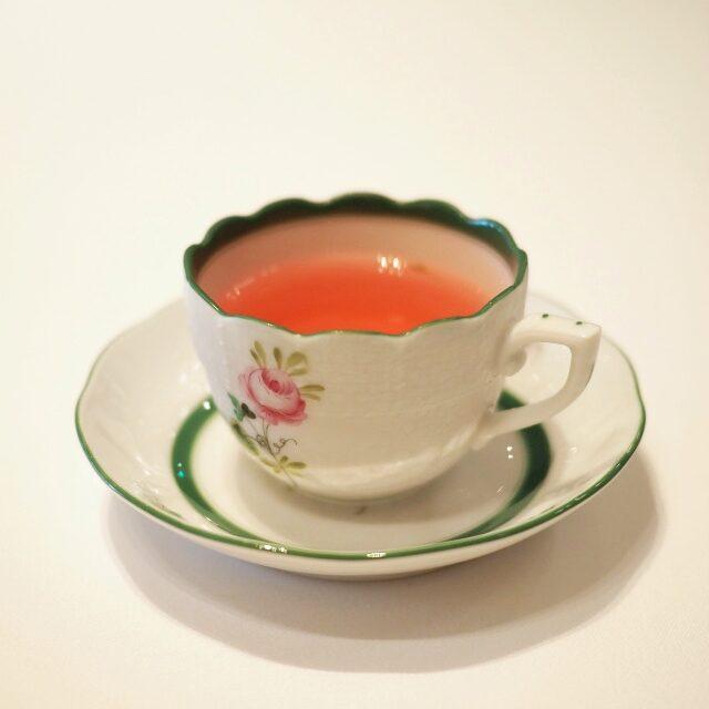 アイスティーだけど、ヘレンドのウイーンの薔薇のモカカップでの提供でした!!!