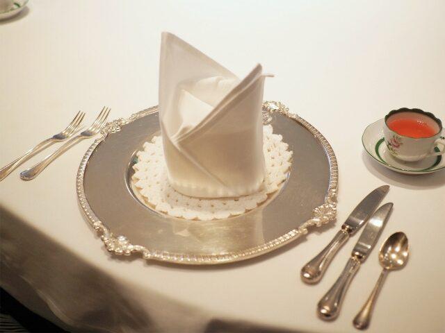 位置皿の銀食器もウィーンのもの
