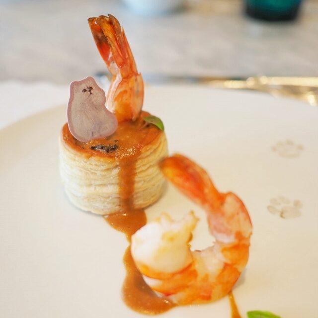 タイガープロンのボーローバン ズワイガニとシャンピニオンドパリのデュクセル プロンは大きな海老のこと。ボーローバンはパイ生地に肉や魚を入れて焼いたお料理のこと。